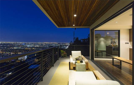 <b>SOLD</b><br>8680 Franklin Ave<br>Hollywood Hills<br>Offered at $1,995,000