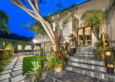 SOLD9769 Apricot LnBeverly HillsOffered at $2,099,000