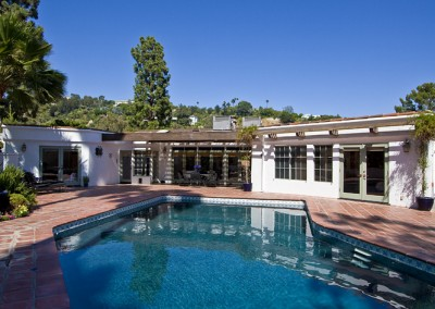 SOLD1241 Beverly View DrBeverly HillsOffered at $2,050,000