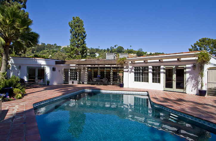 <b>SOLD</b><br>1241 Beverly View Dr<br>Beverly Hills<br>Offered at $2,050,000