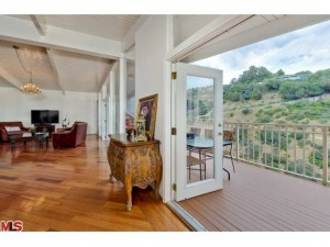 cielo-living-and-balcony1-300x225