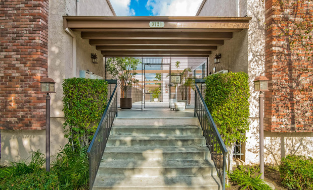 <b>SOLD</b><br> 3121 Colorado Ave <br>Santa Monica<br>Offered at $849,000