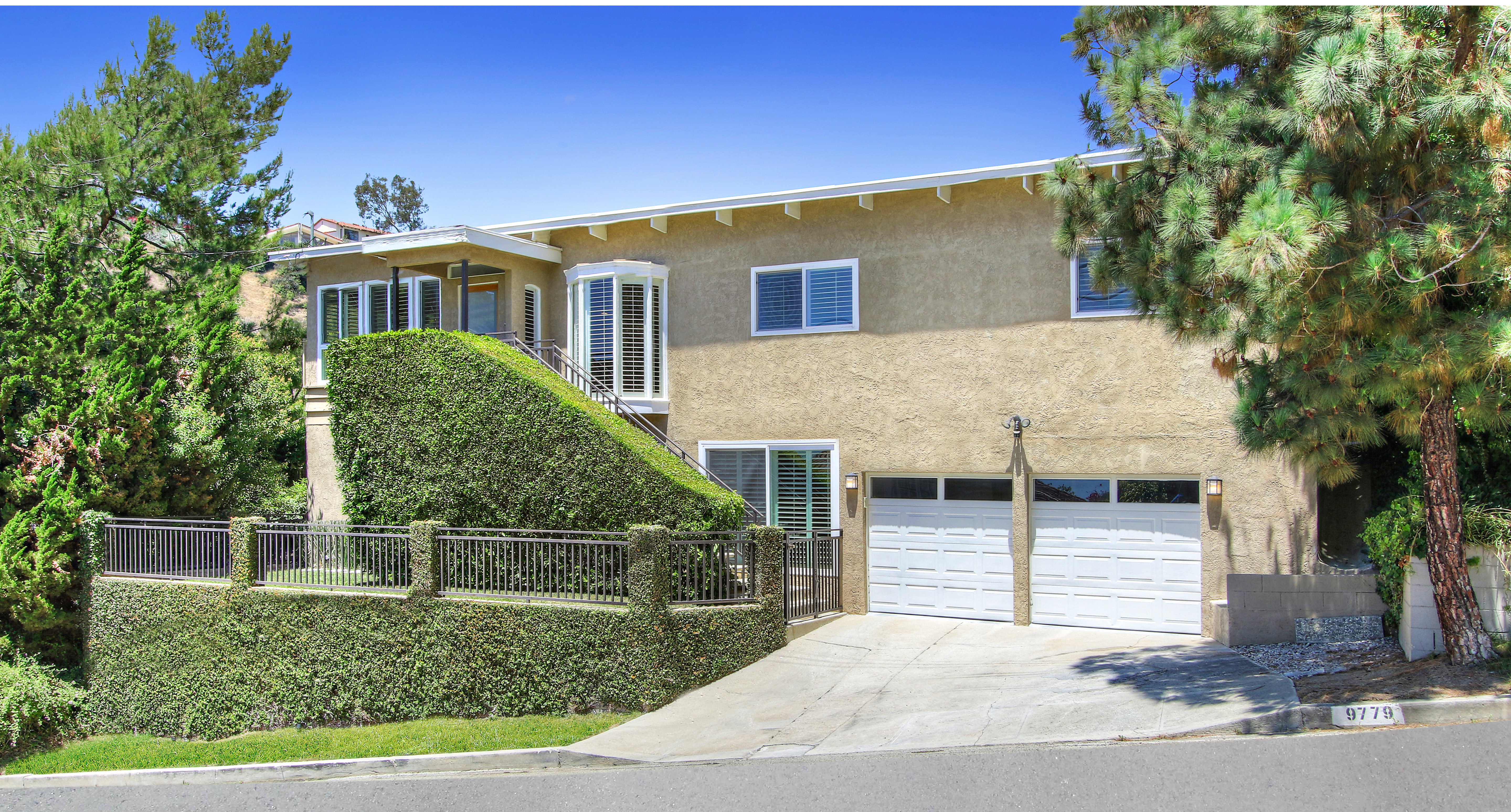 <b>SOLD</b><br> 9779 Apricot Ln<br>Beverly Hills<br>Offered at $1,795,000